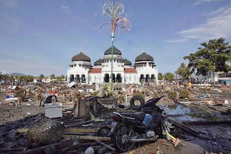 2)Знаменья Воли Божьей. Храмы сияют чистотой белизны, устояв после разрушительного для всех остальных строений цунами.