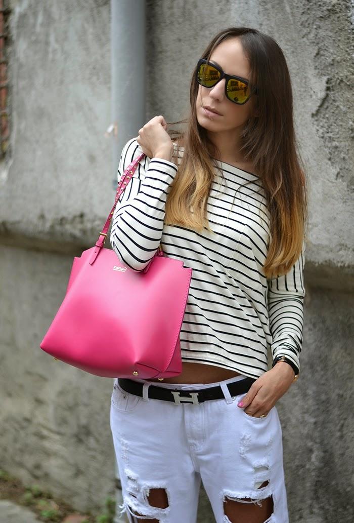 look con borsa rosa fuxia