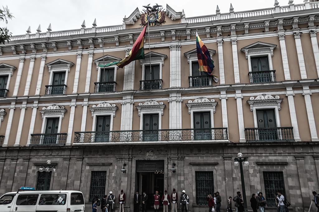 Toma frontal del palacio de gobierno o Palacio Quemado