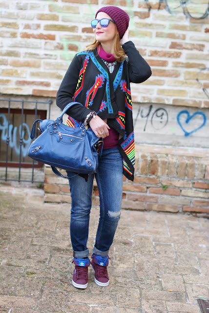 aztec print colorful cardigan, adidas burgundy sneakers, cichic multicolored cardigan, burgundy beanie, Fashion and Cookies, fashion blogger