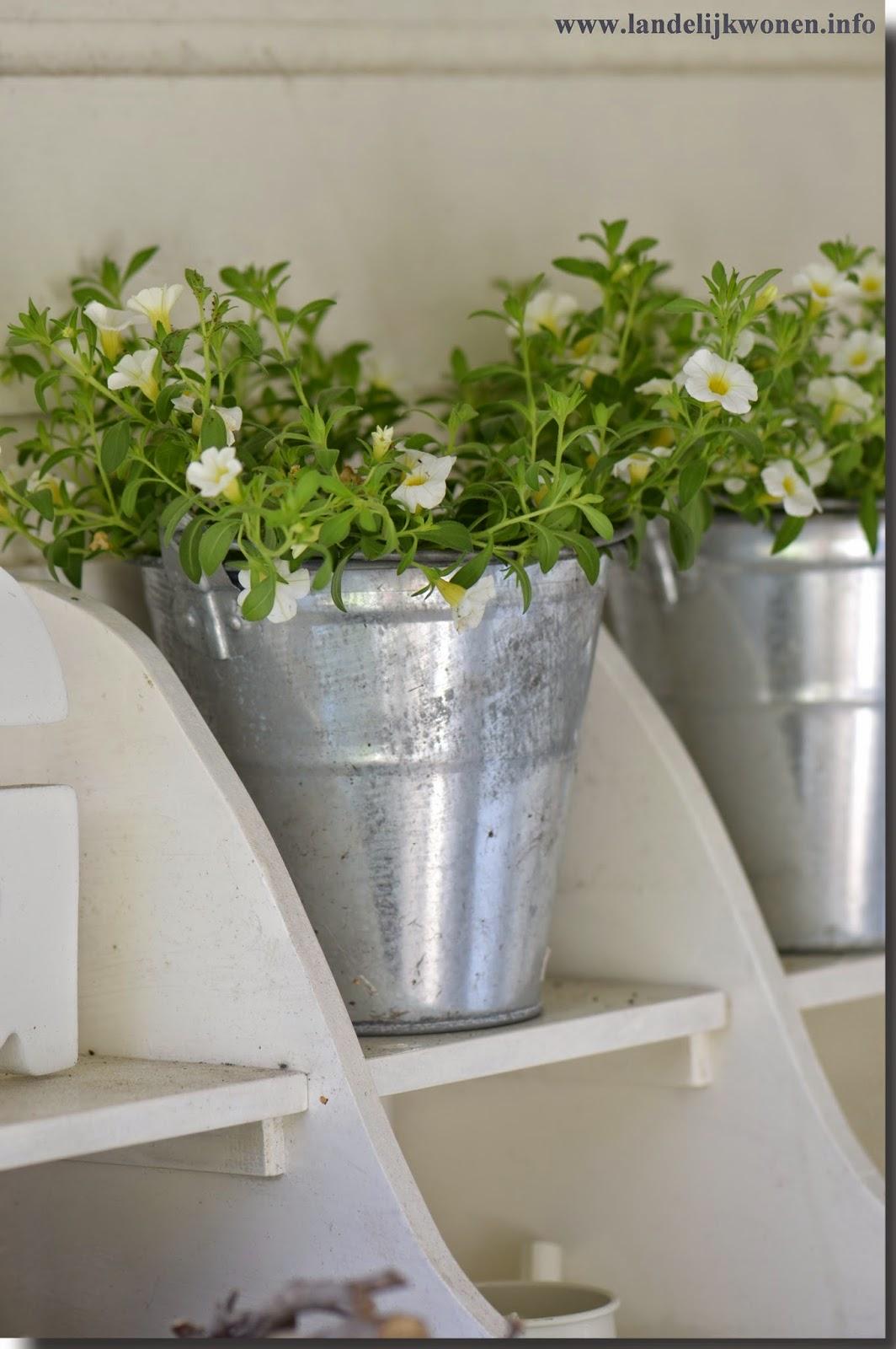Landelijk wonen tuintafel decoratie - Decoratie binnen veranda ...