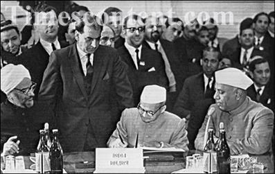 Lal Bahadur Shastri Signing The Treaty at Tashkent