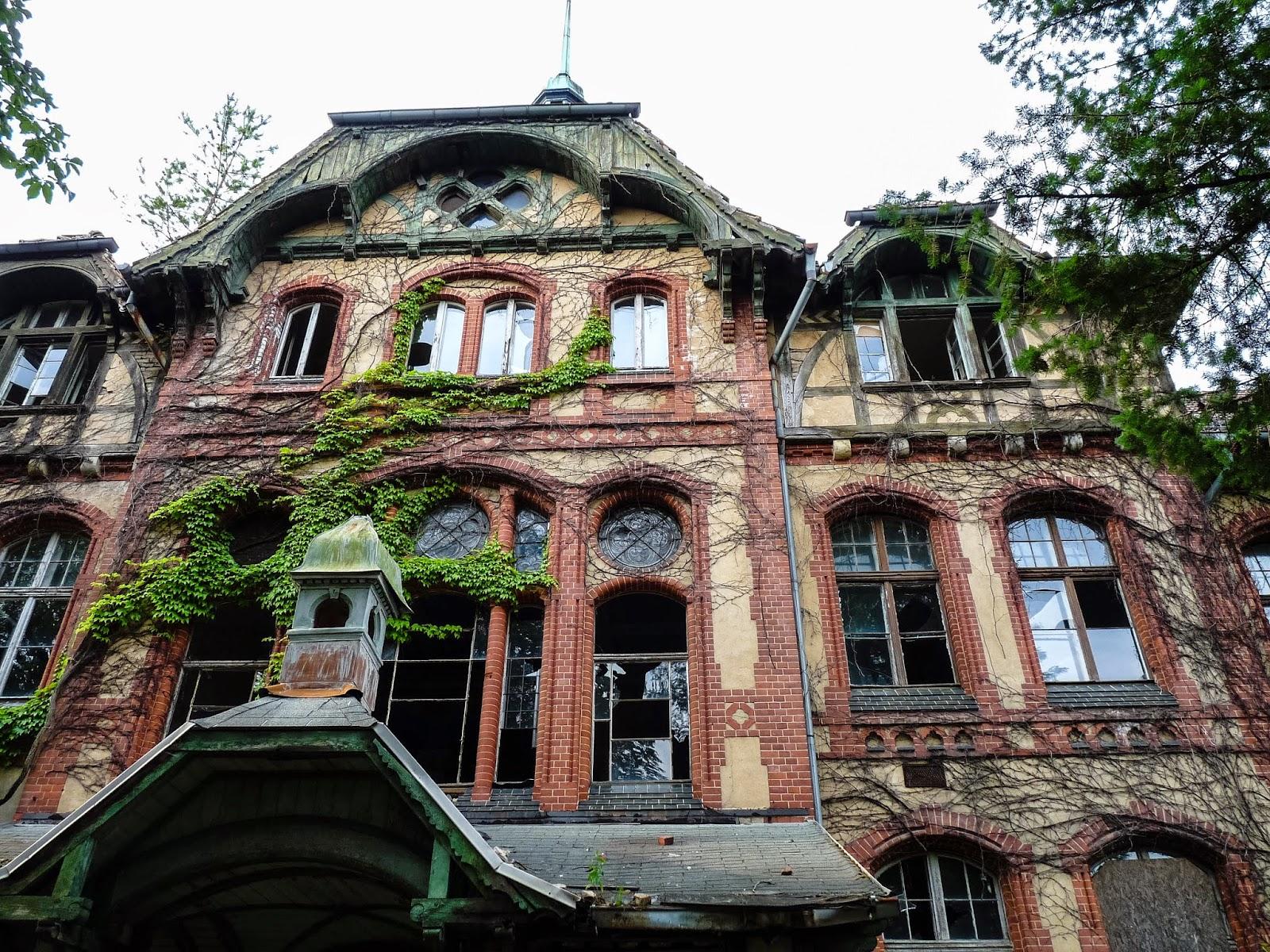 Imagini pentru Abandoned Military Hospital in Beelitz-Heilstätten