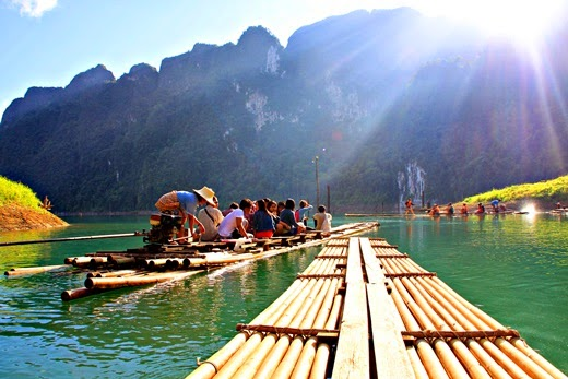 Raft of 500 acres at Ratchaprapa dam, Thailand