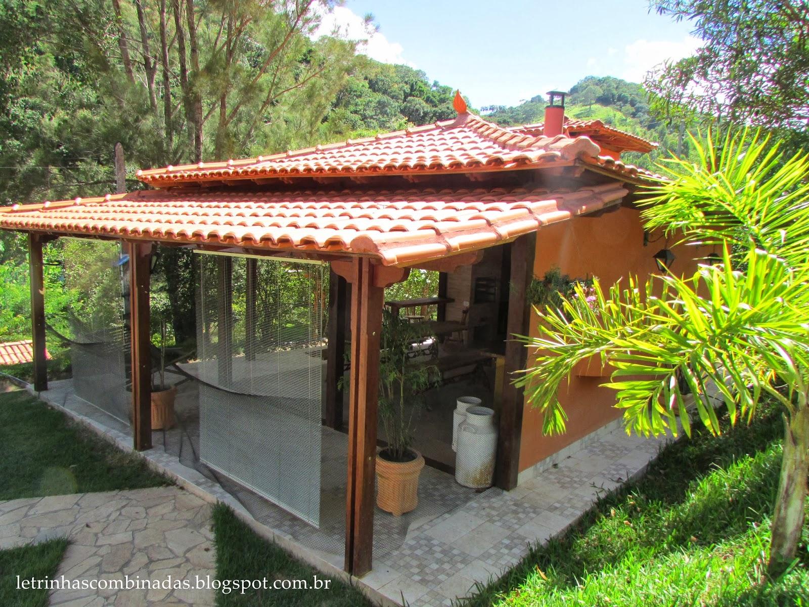 varanda ajuda a proteger o espaço do sol e da chuva  #A0B417 1600 1200