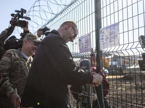 Arseni-Yatsenyuk-inspecci%C3%B3n-muro-frontera-Ucrania-Rusia