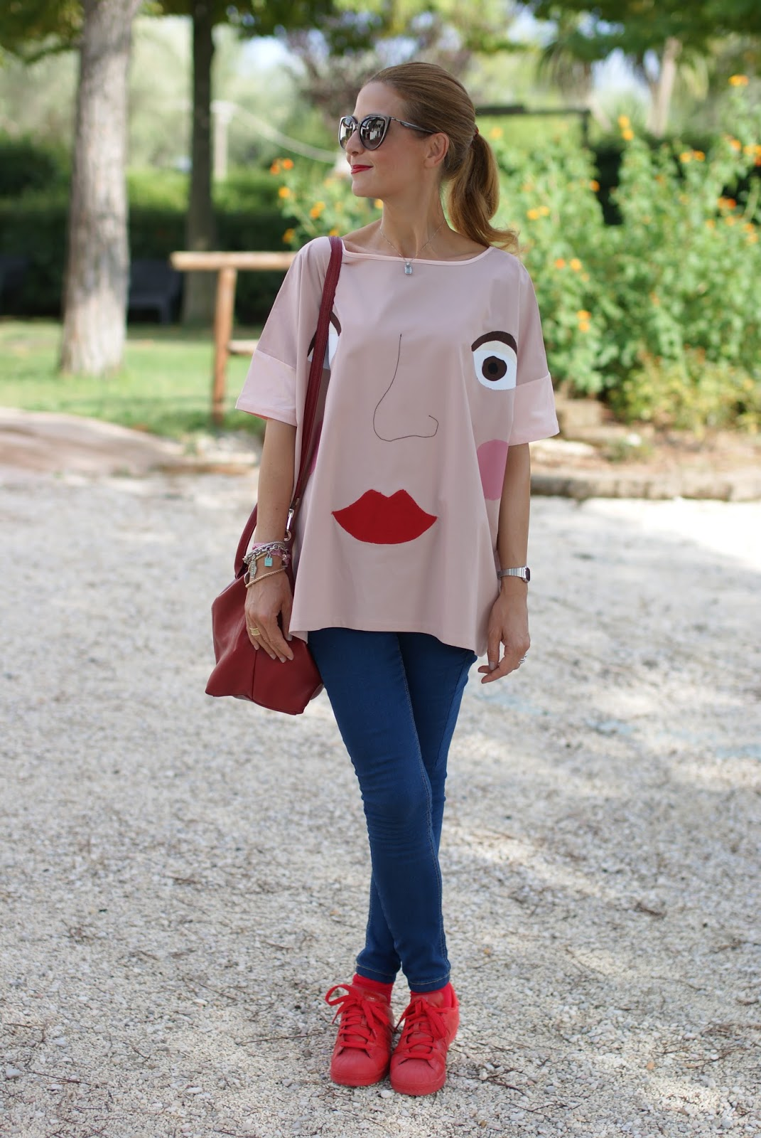 How to wear an oversized Rose a Pois blouse, adidas sneakers and Longchamp Le Pliage cuir bag on Fashion and Cookies fashion blog, fashion blogger style