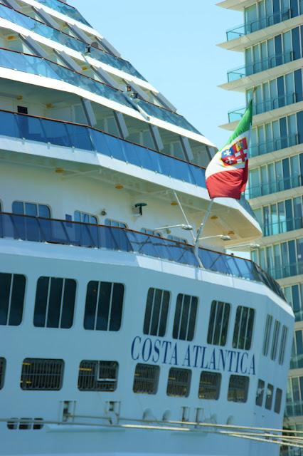 nave costa bandiera italiana