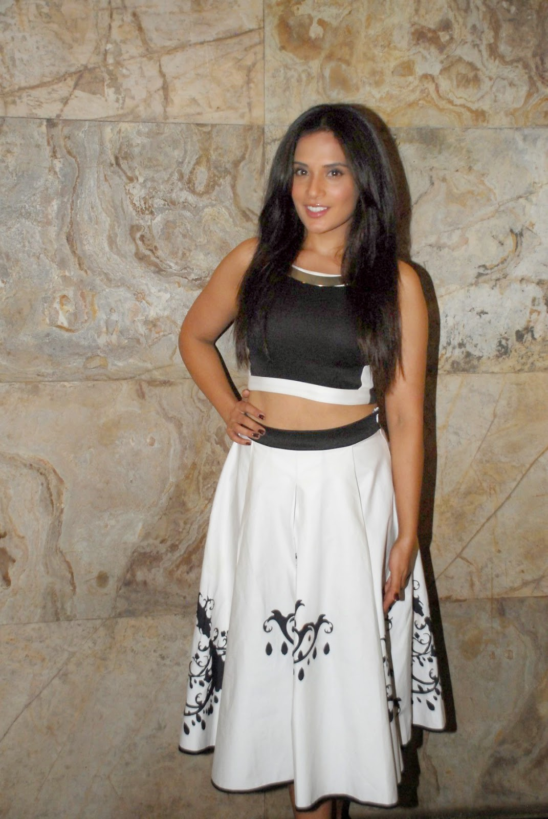 richa chadda hot navel hd pics