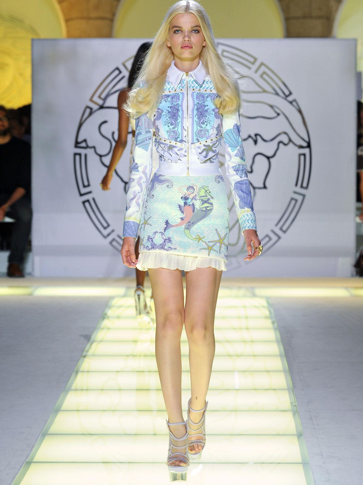 http://3.bp.blogspot.com/-wcHcJH8DpTQ/T2YdgEeekeI/AAAAAAAAems/I5hYGhRR21w/s1600/Versace++Spring+Summer+2012+Fashion+Show-izandrew+%287%29.jpg