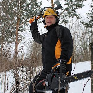 Autamme pihapiirinne muutostöissä mm. raivaamalla ja harventamalla pihapiiristänne puita