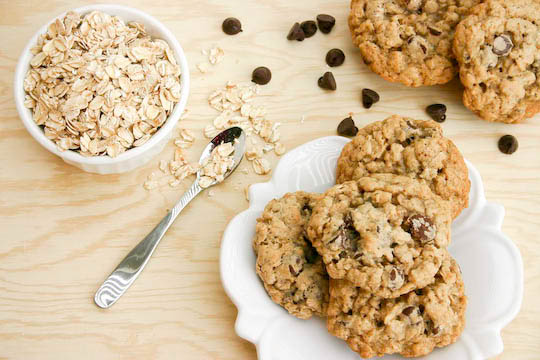 Bakergirl: Chewy Oatmeal Chocolate Chip Cookies.