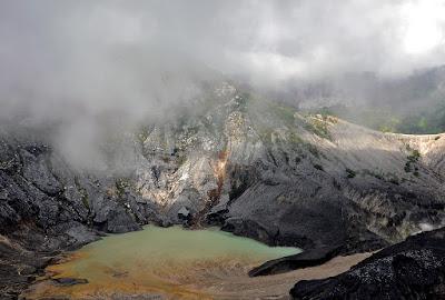 Tempat Wisata Alam di Bandung Kawah Putih