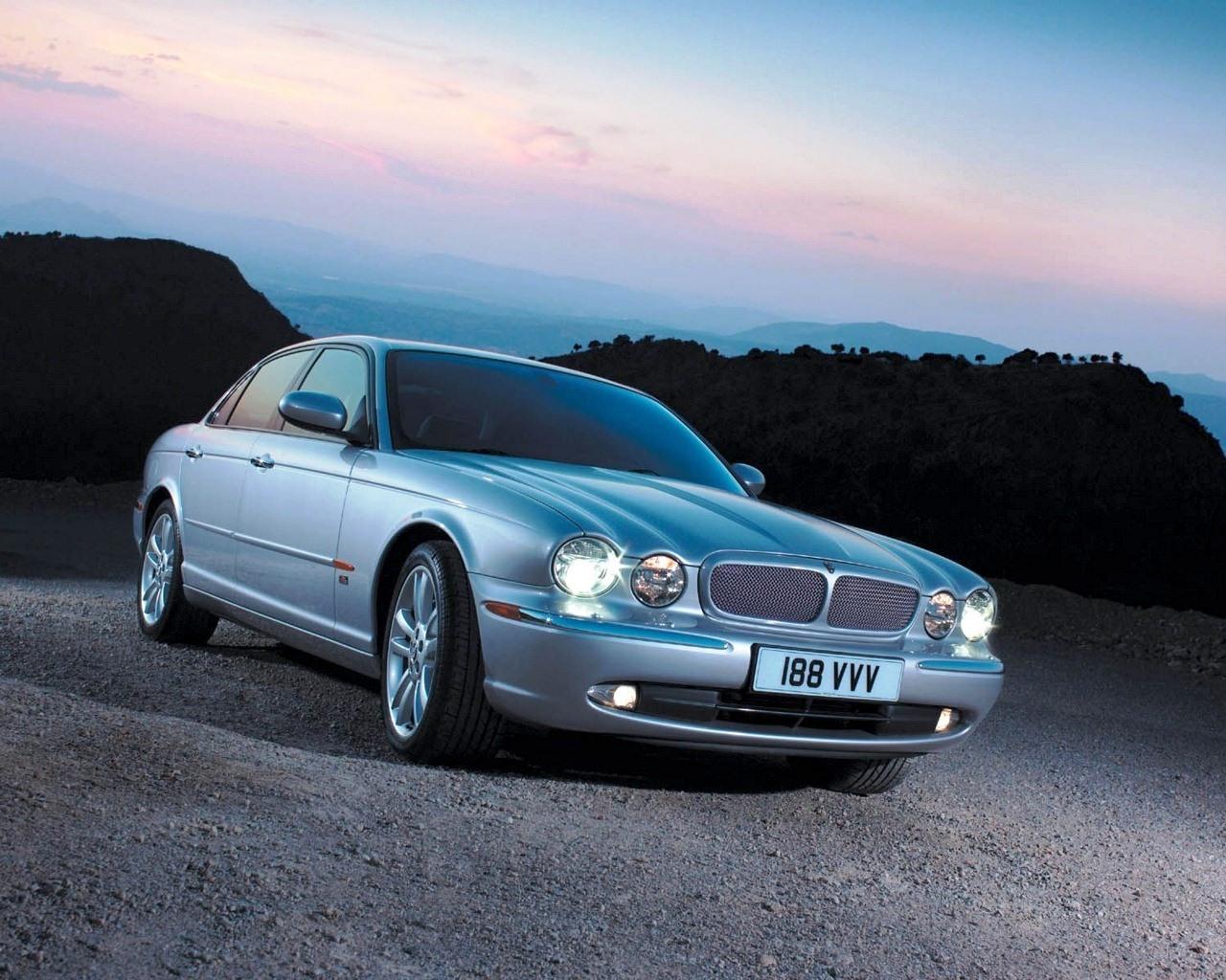 http://3.bp.blogspot.com/-wcerKEhmuTg/T6HyFDaf7VI/AAAAAAAABMs/ZV7YRGaGTRQ/s1600/Jaguar_HD_Car_Wallpaper_Blu_Ray_1080p+%252839%2529.jpg
