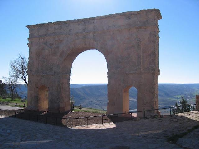 arco del triunfo de Medinaceli, arco de triunfo romano, arco romano de tres vanos