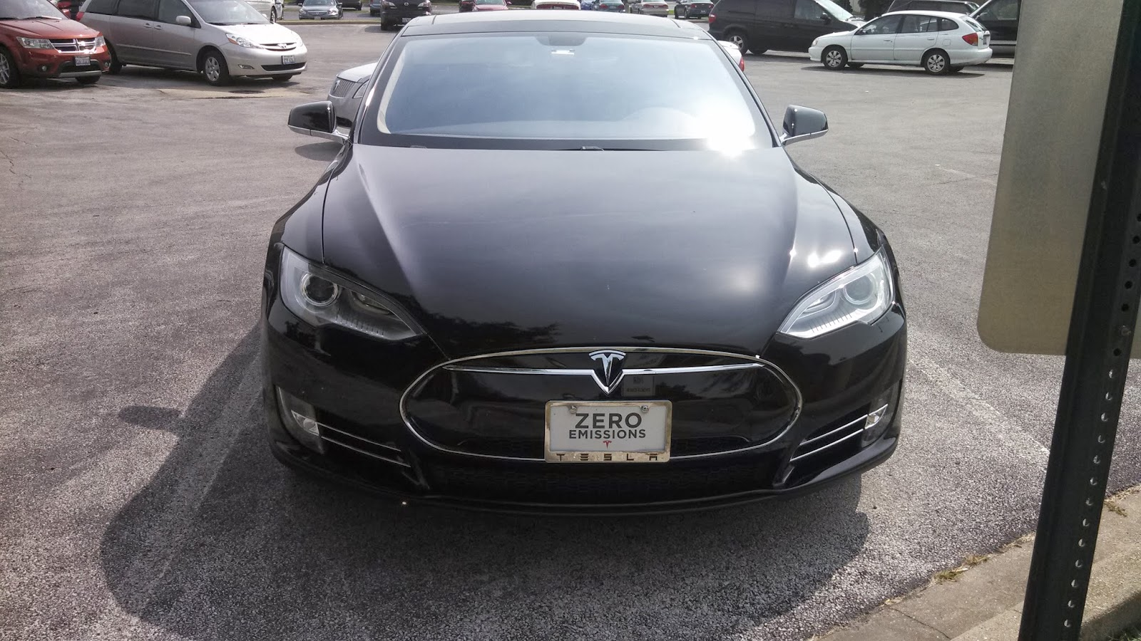 Black Tesla  Model S photo by Pat Thomas Aug 2013