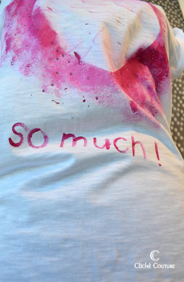clichè couture, decorated tee, painted tee, street style blog, fashion blogger, italian fashion bloggers, pink logo, ripped tee, studded tee, bloggers for clichè couture