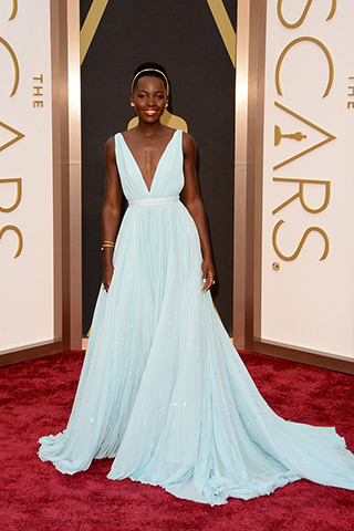 http://www.style.com/peopleparties/parties/slideshow/redcarpet-030214_oscars_2014/?loop=0&iphoto=1&play=false&cnt=2