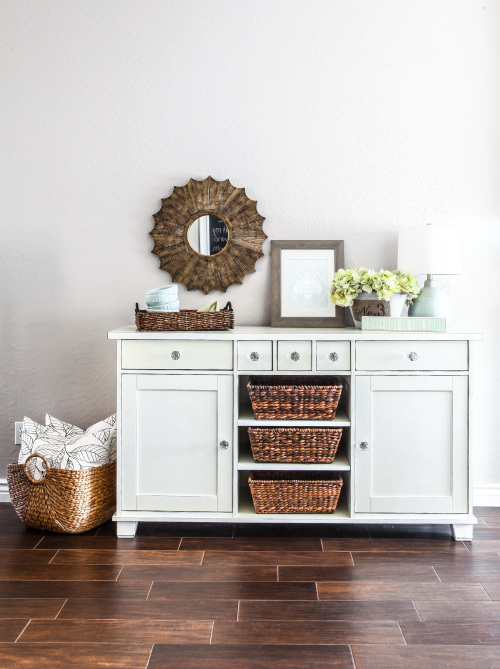 5 incredible makeovers ikea hack painted furniture diy 39 s for Mobili shabby ikea