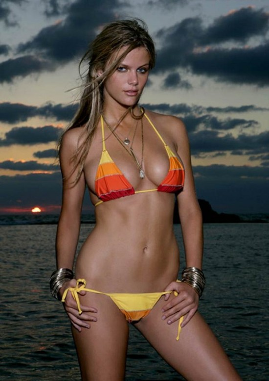 Top 30 Brooklyn Decker bikini pics | Hot Cheerleaders