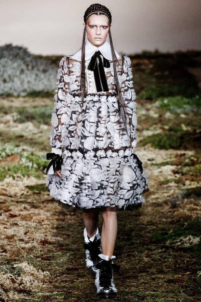 Alexander McQueen Paris Fashion Week Otoño Invierno 2014-2015 29