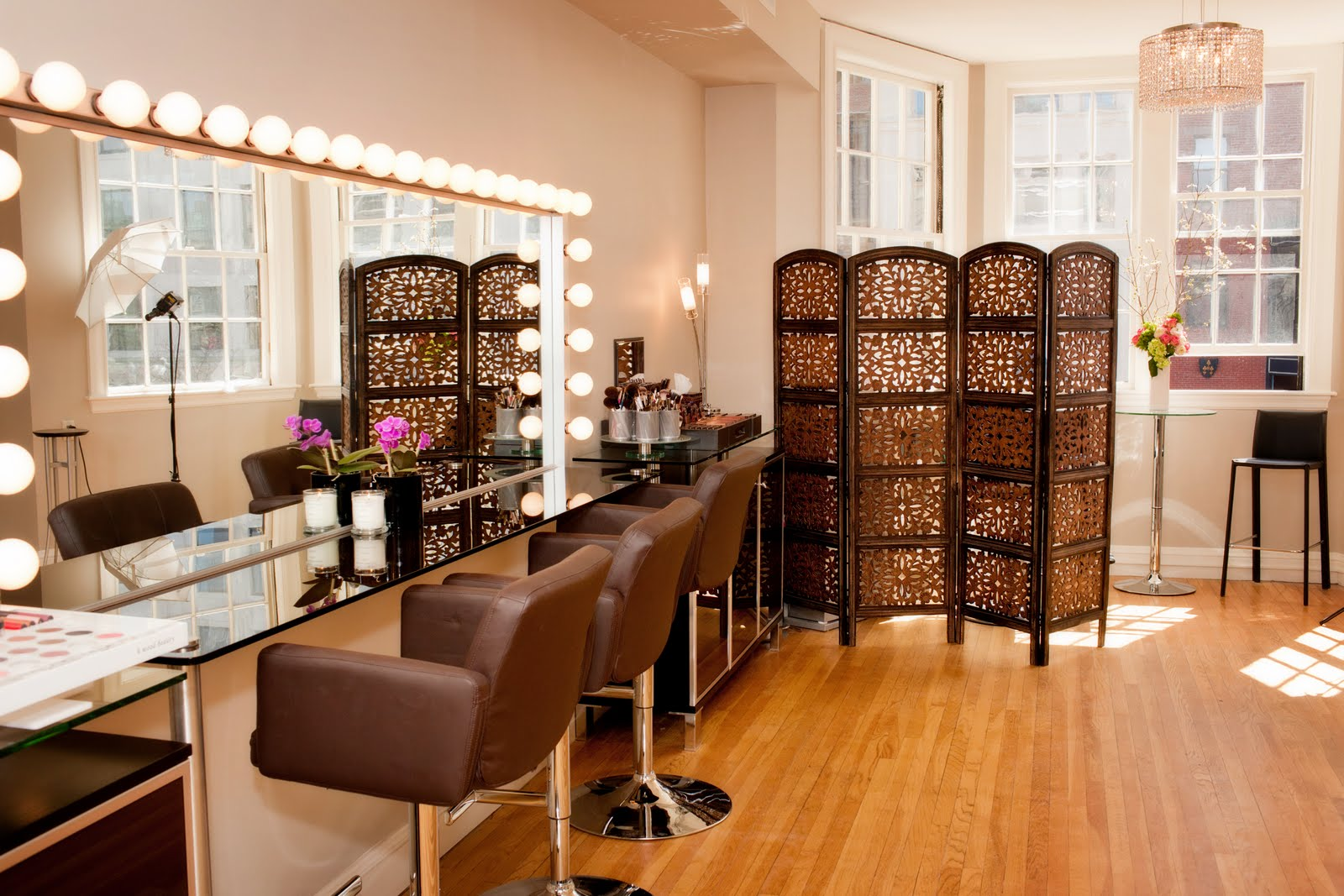 Makeup Artist Room Design