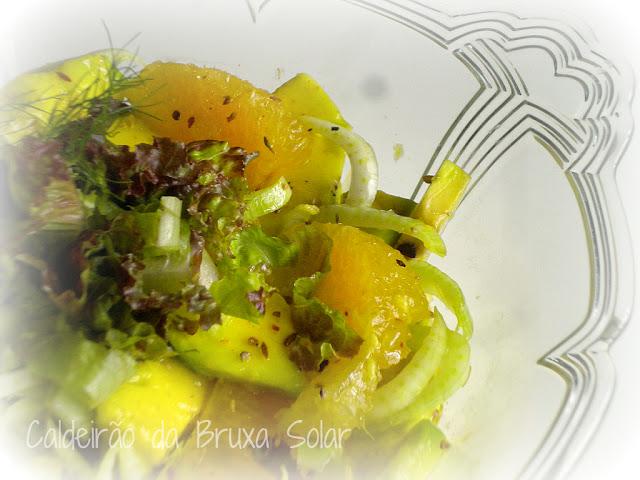 Salada de laranja, abacate e erva doce com molho especial