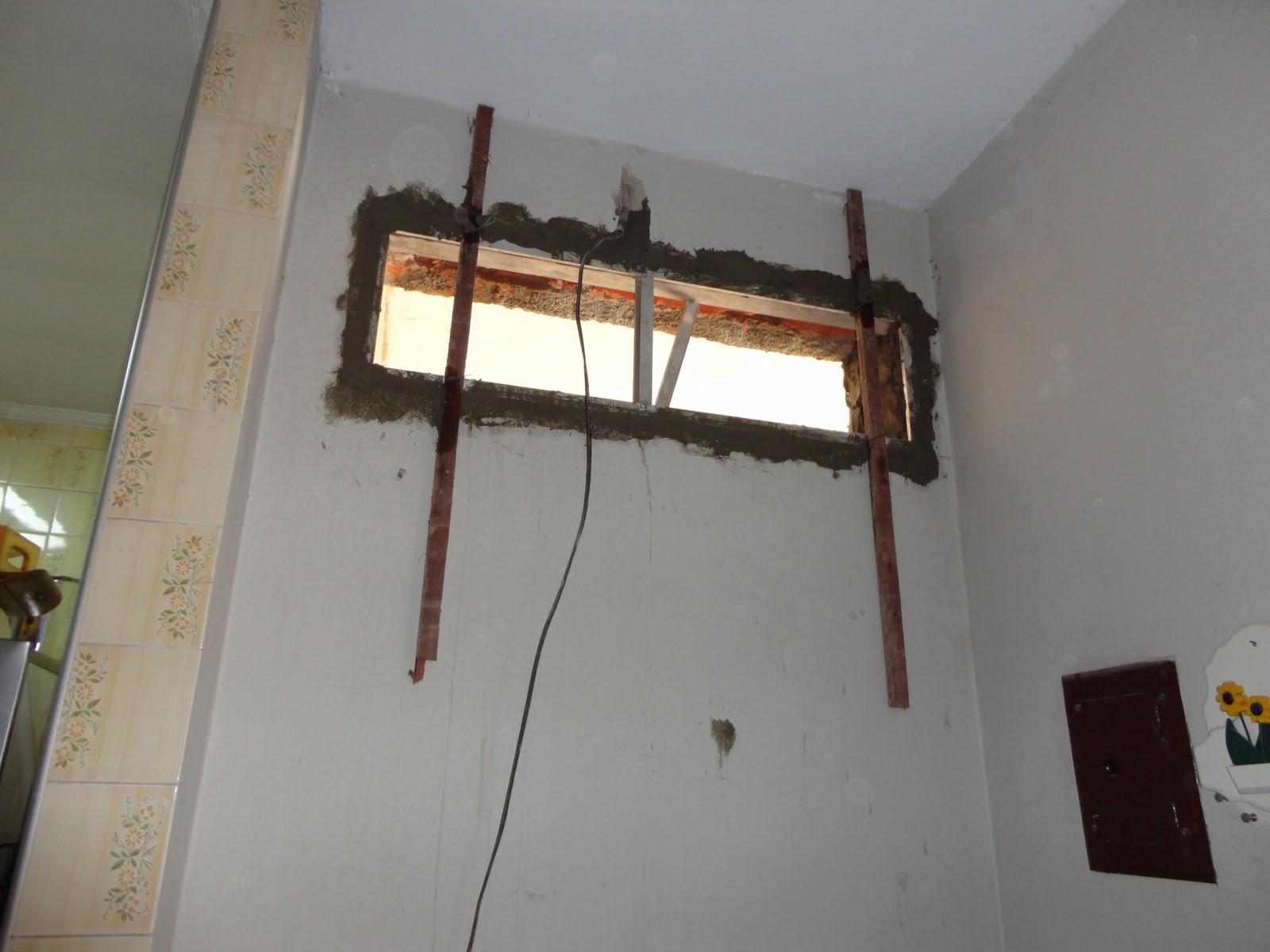 #A94622  fresco foi necessário esperar alguns dias até instalar as janelas 1736 Janela De Aluminio Nova Iguaçu
