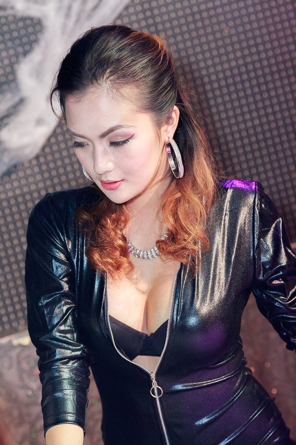 beautiful and sexy model in fhm halloween ball 01
