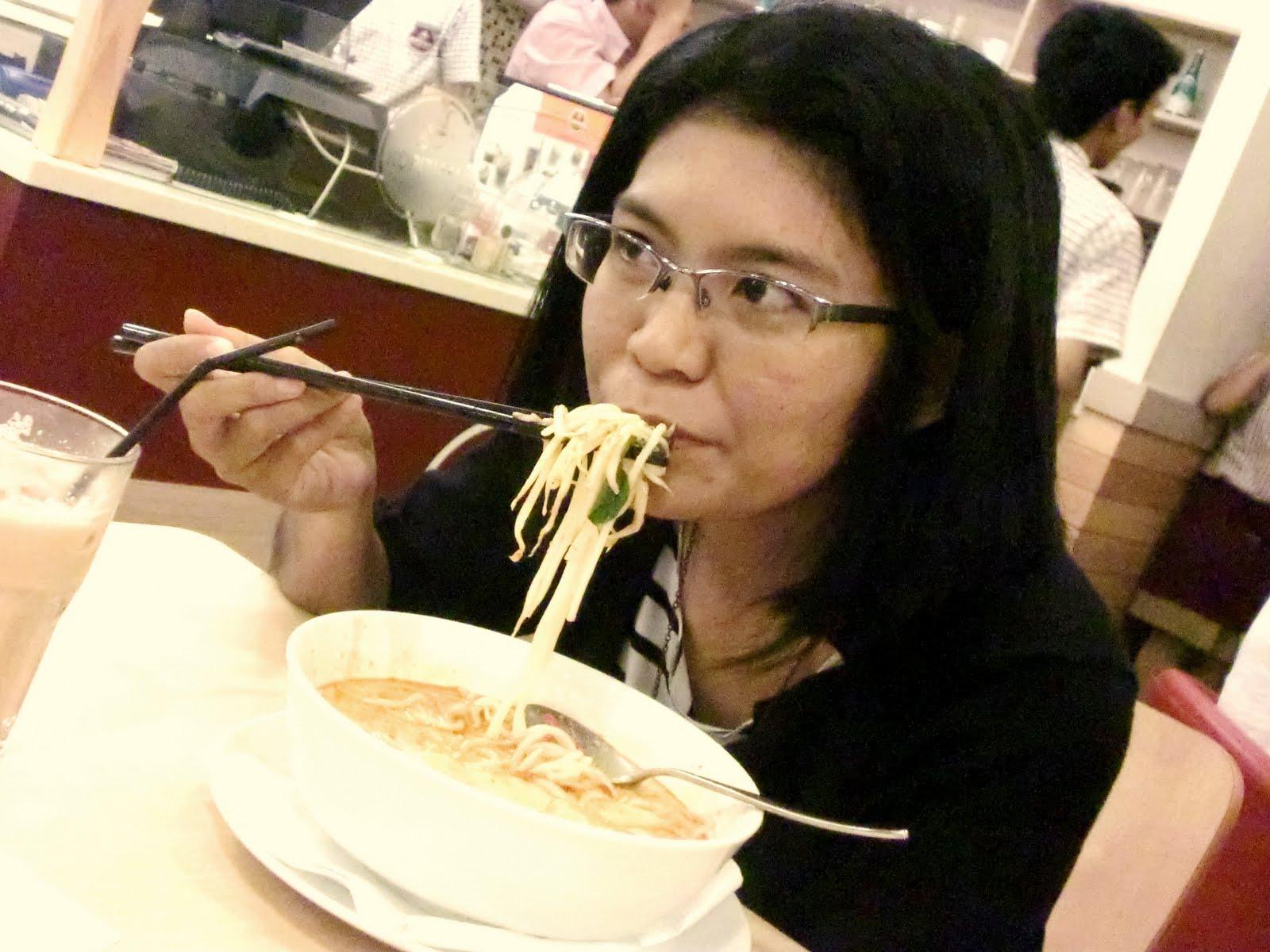 http://3.bp.blogspot.com/-weMrPXLdpqM/ThwYSNewo1I/AAAAAAAAAqE/4DxTbVCe-II/s1600/eat2.jpg