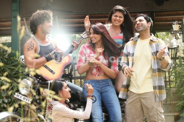 , Bipasha Basu's New Real Active Tvc Video Pics