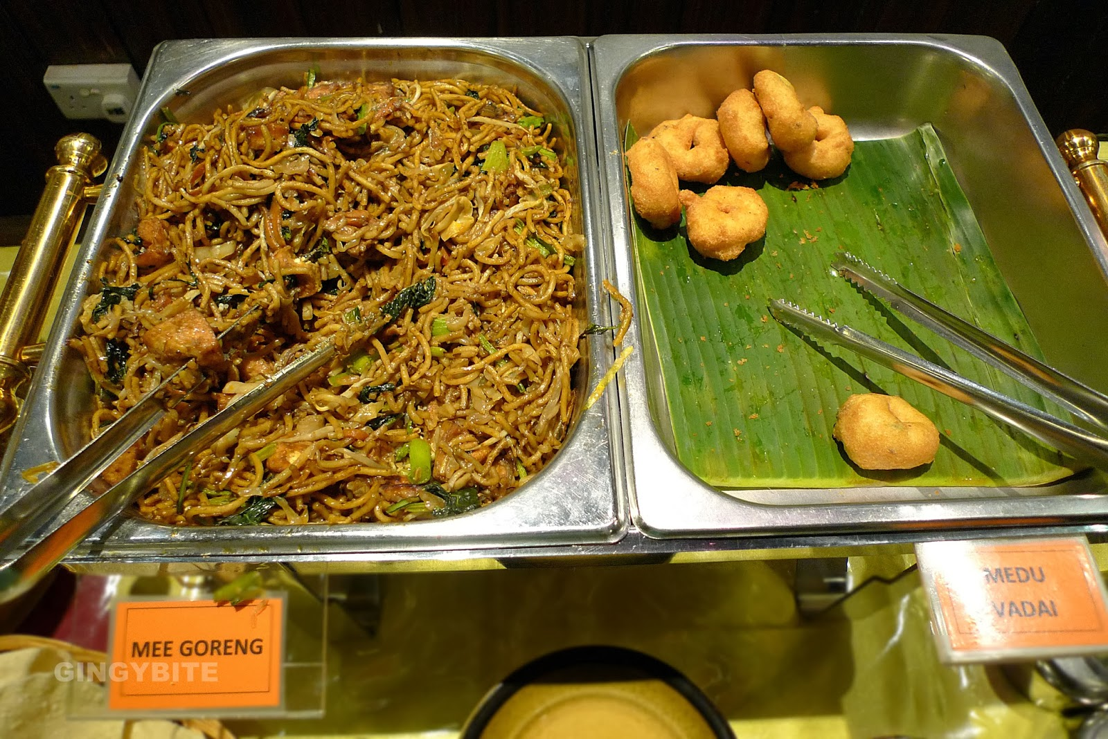 Mee goreng and Medu vadai