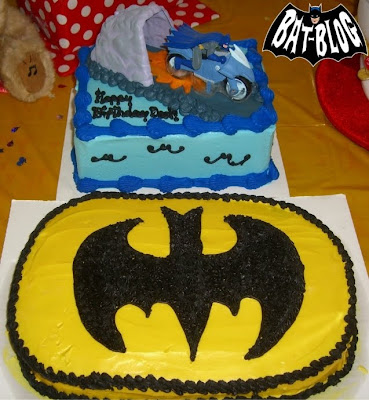 Batman Birthday Cake on And Collectibles  Kevin S Batman Logo   Bat Cycle Birthday Cakes