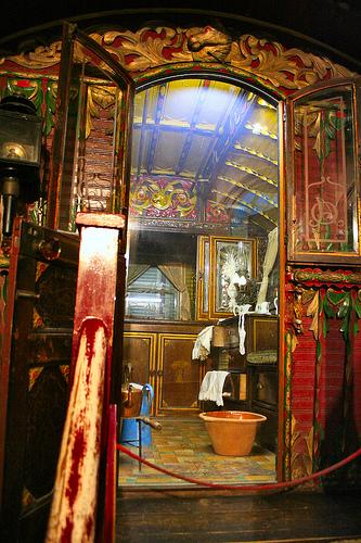 Beautiful  Art Design And Fashion Gypsy Caravan Wagon Interior Decorating