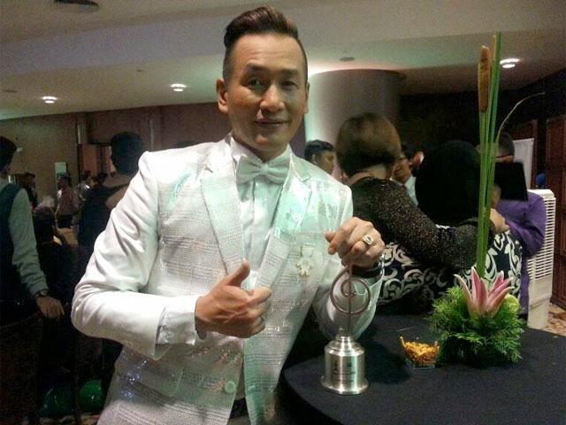 Dato` AC Sebak, Menang Pengacara TV Lelaki Popular Buat Kali Pertama