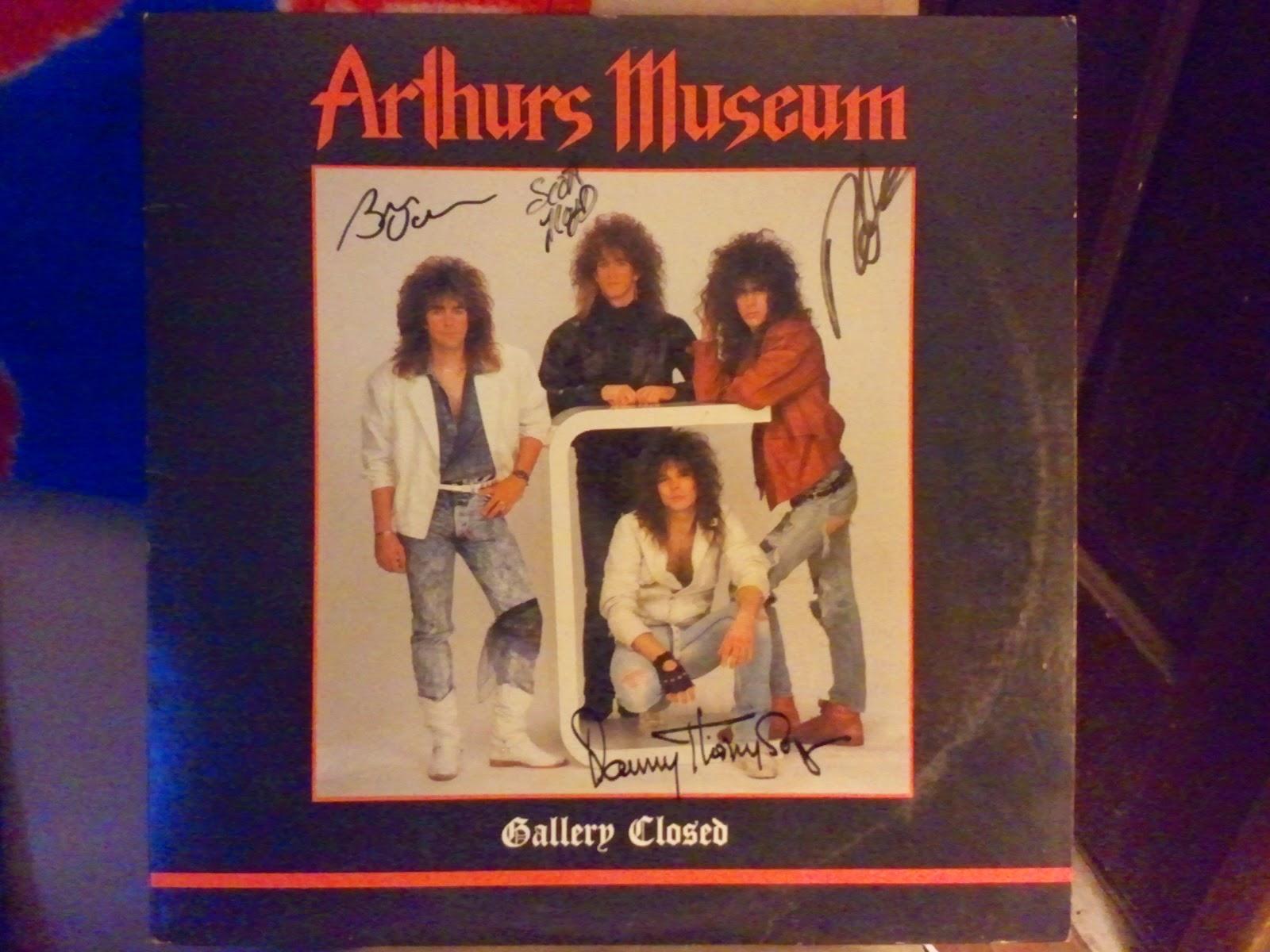 Arthurs Museum signed album