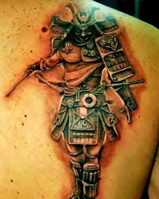 tatuagem de samurai nas costas masculinas