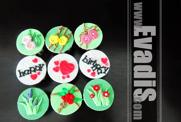 Picture from top view of flower cupcakes