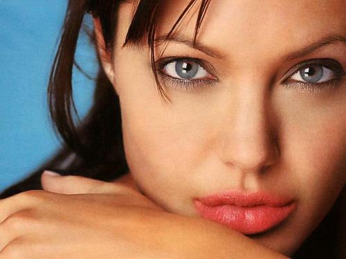 em que a mulher de Brad Pitt foi eleita a mulher mais bela do mundo
