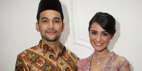 Foto Pre-Wedding di Dalam Air Shireen Sungkar & Teuku Wisnu