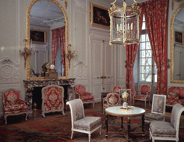 This is versailles petit trianon grand salon for Grand salon design