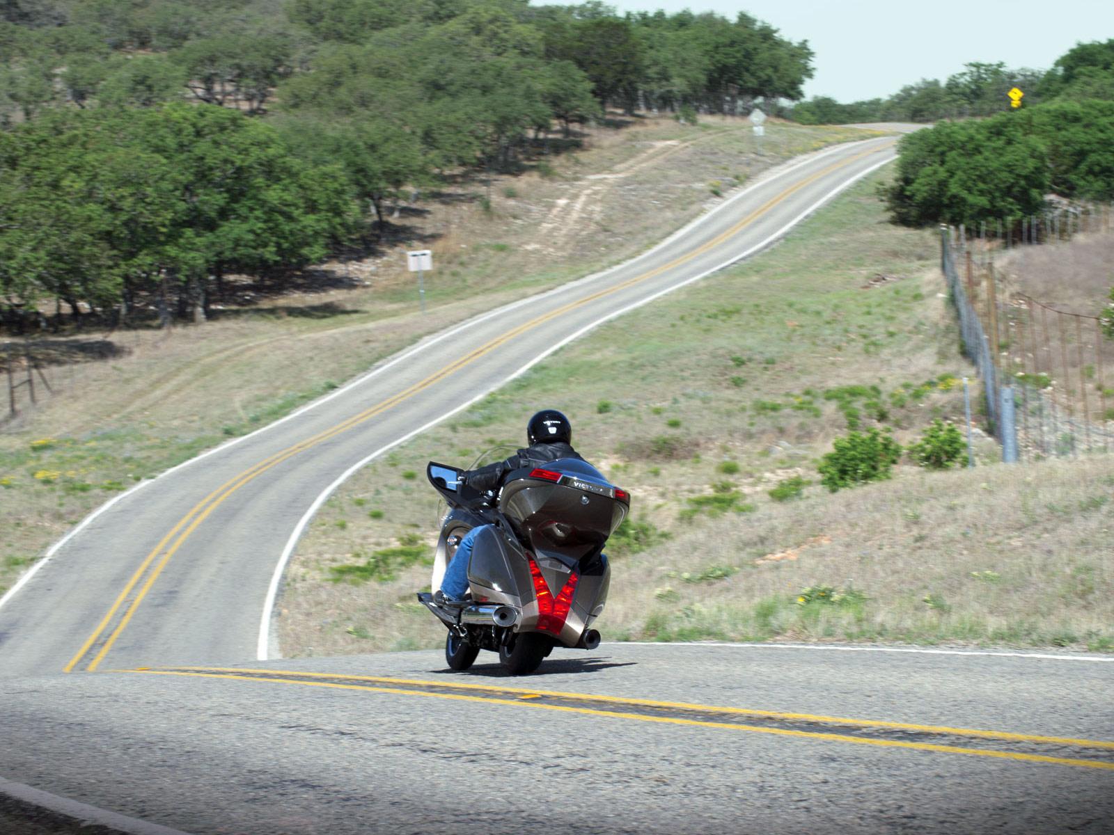 http://3.bp.blogspot.com/-wgLcGTT0Lck/TwwBqkCMyJI/AAAAAAAAGZE/WnZAElDAOlI/s1600/2012_Victory-Vision-Tour_motorcycle-desktop-wallpaper_5.jpg