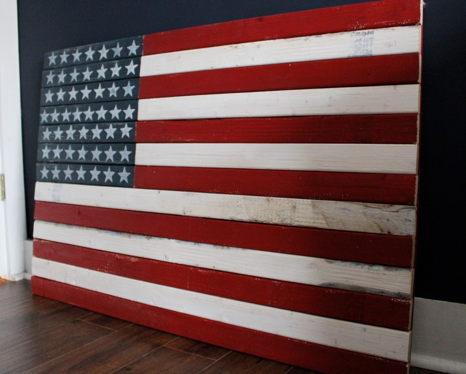 the yellow cape cod how to make a diy rustic american flag. Black Bedroom Furniture Sets. Home Design Ideas