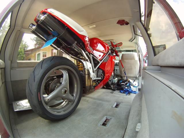 Trasteando con mi kawa transportar tu moto en tu furgoneta for Carros para transportar