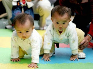 Cute Baby Twins Funny Photo gallery