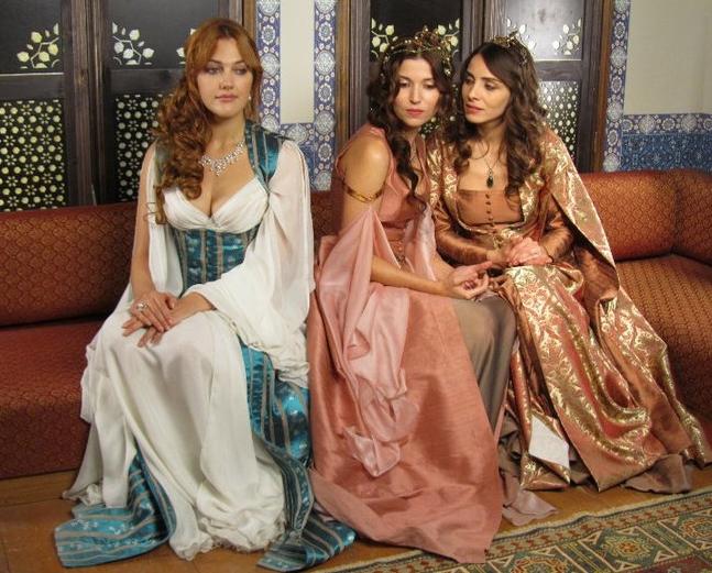 hürrem-sultan-kıyafetleri