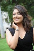 Madhu Shalini glam pics-thumbnail-9