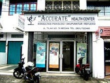 "TAMPAK DEPAN ""ACCURATE"" HEALTH CENTER"