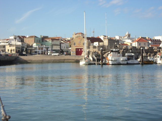 Peniche fuel dock