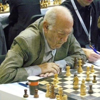 Combattre Alzheimer par les échecs